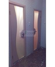 Фото установленной Двери Арт Деко Аттика 2-3 Фисташка Витраж Калипсо