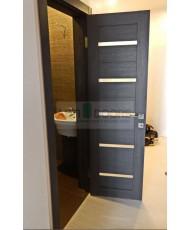 Фото установленной Двери Профиль Дорс 28U Капучино Сатинат Стекло Кристалл Матовый Серебро