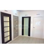 Фото установленной Двери Статус 521ГР Дуб белый стекло Грань