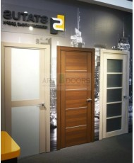 Фото установленной Двери Статус 133 Дуб белый стекло Сатинато белое
