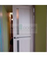 Фото установленной Двери Верда Ливорно 01-2 Орех Стекло Сатинато Люкс